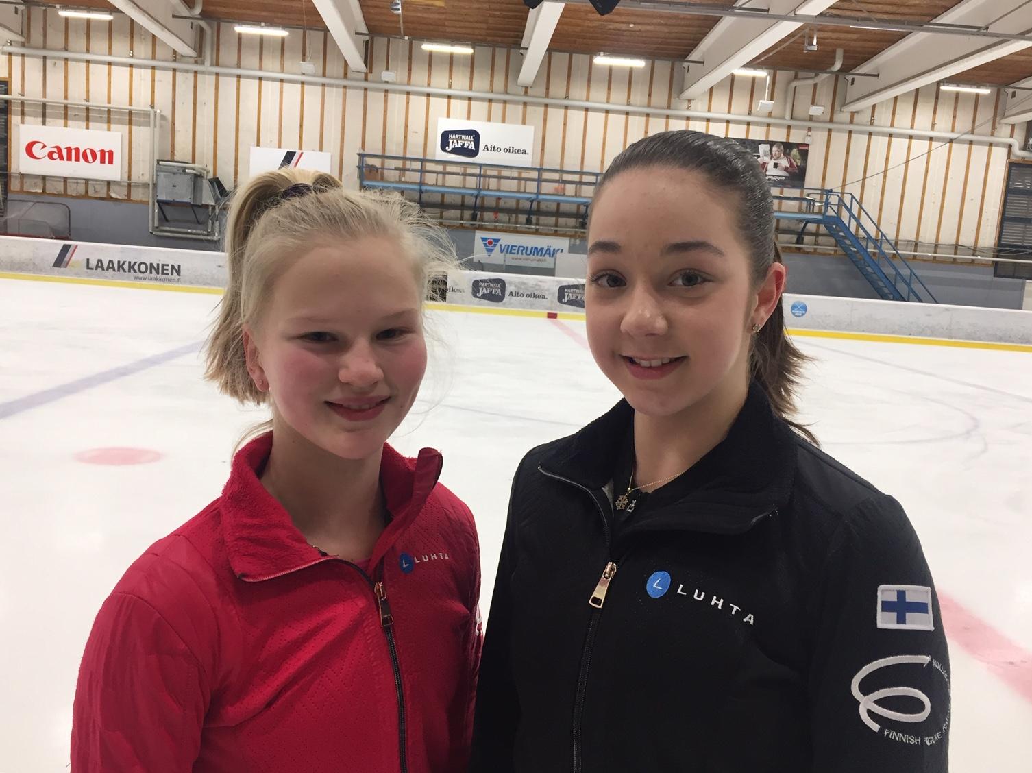 Nuorten maajoukkueeseen kuuluva Janni Riekkinen (vas.) ja Selma Välitalo harjoittelivat yhdessä maajoukkueleirillä Vierumäellä.