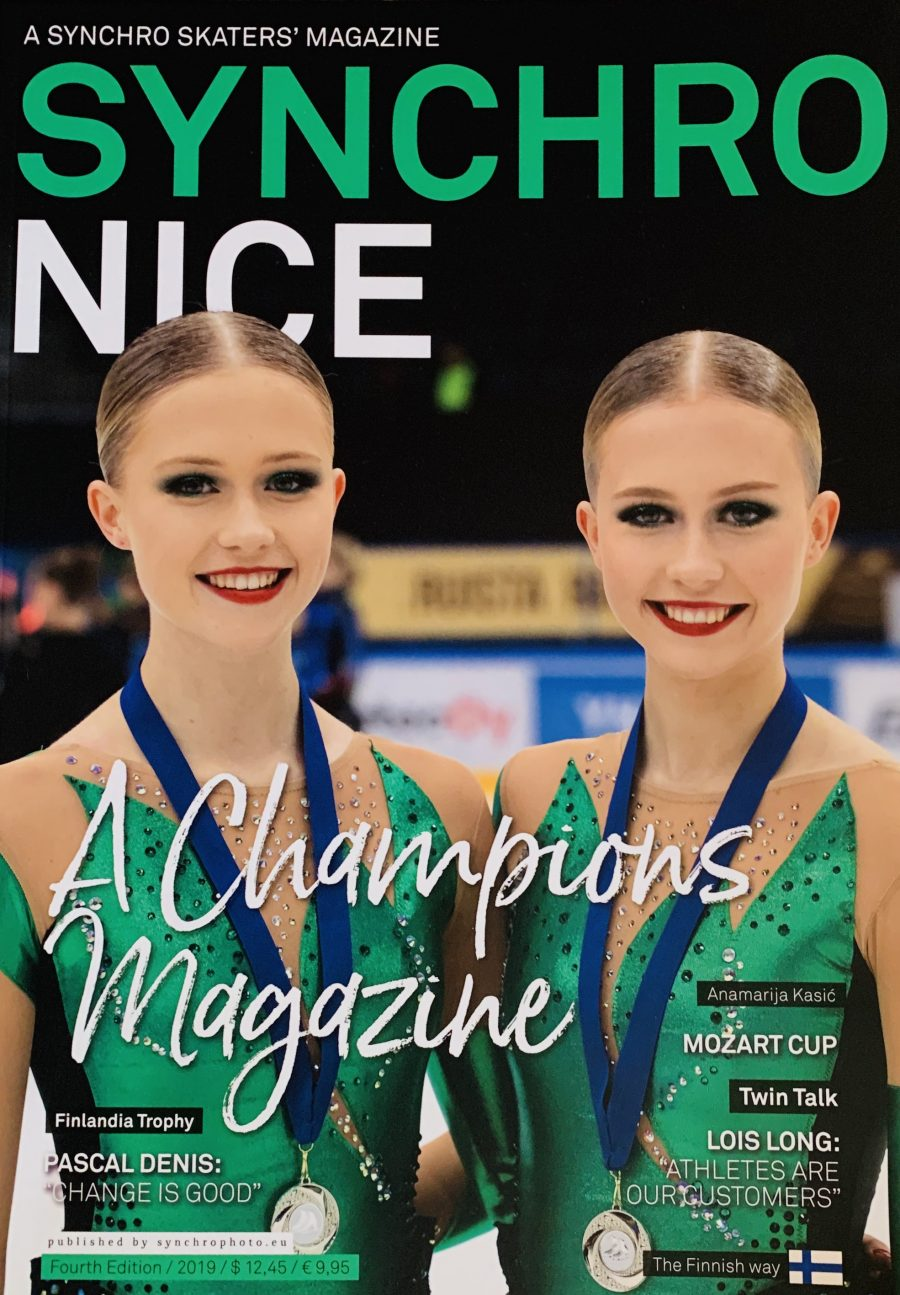 Team Fintasticin Petra ja Erika Kaarto poseerasivat viimeisen Synchronice-lehden kannessa.