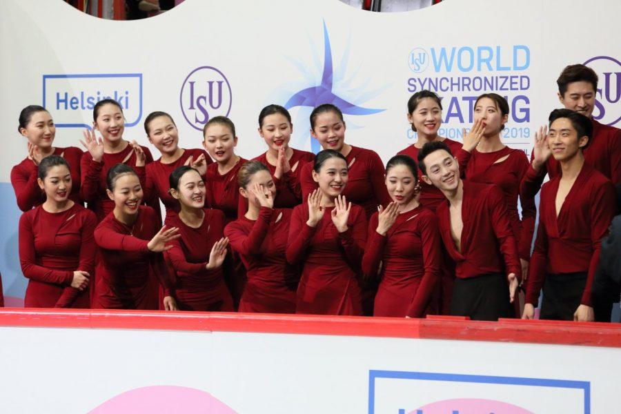 Kiinalainen Ice Pearl -joukkue iloitsee onnistuneesta MM-debyytistä.
