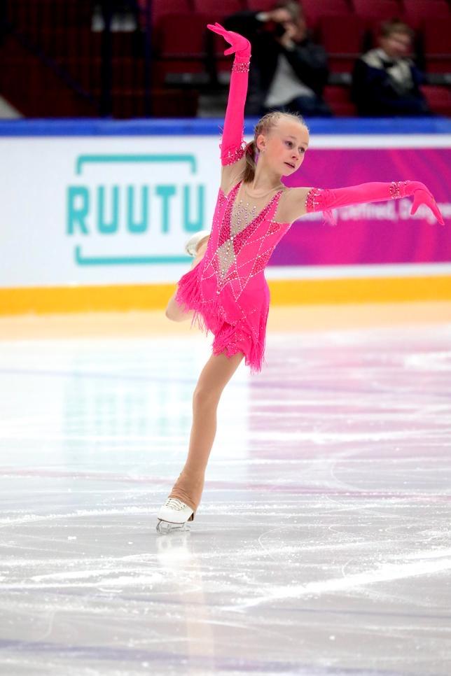 Janna Jyrkinen johtaa juniorityttöjen SM-kilpailua lyhytohjelman jälkeen.