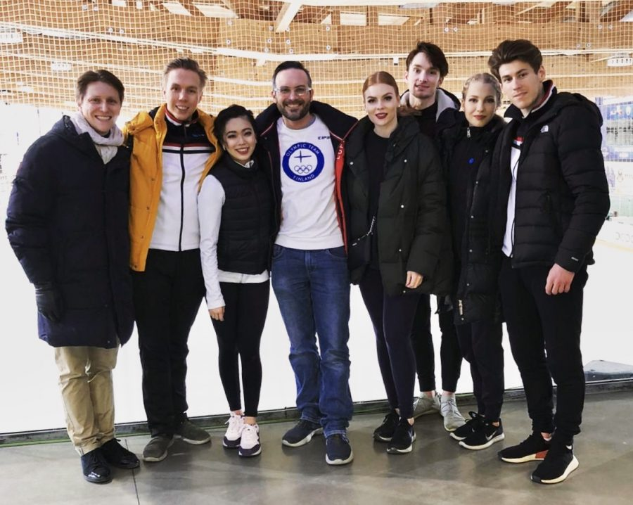 Suomalaiset jäätanssijat Egna Dance Trophyssa Italiassa.