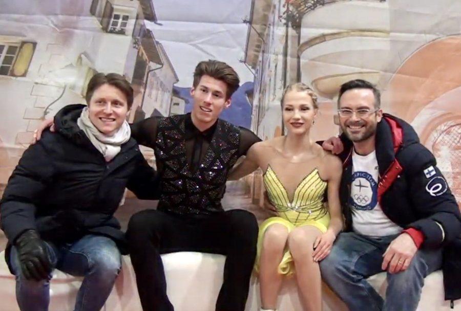 Juulia Turkkila ja Matthias Versluis valmentajansa Maurizio Margaglion kanssa.