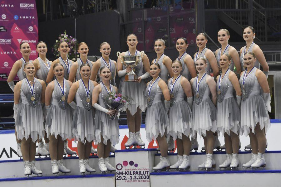 Helsinki Rockettes ja kapteeni Nona Vihma Kuva Antti Lehto