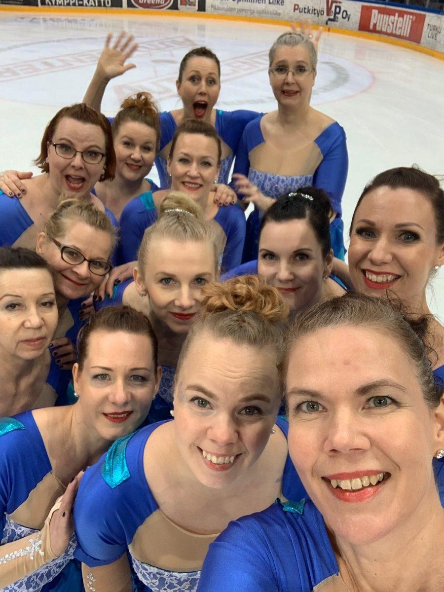 Frozen Mistrals kisanjälkeisissä iloisissa tunnelmissa, kuva Saija Marttila