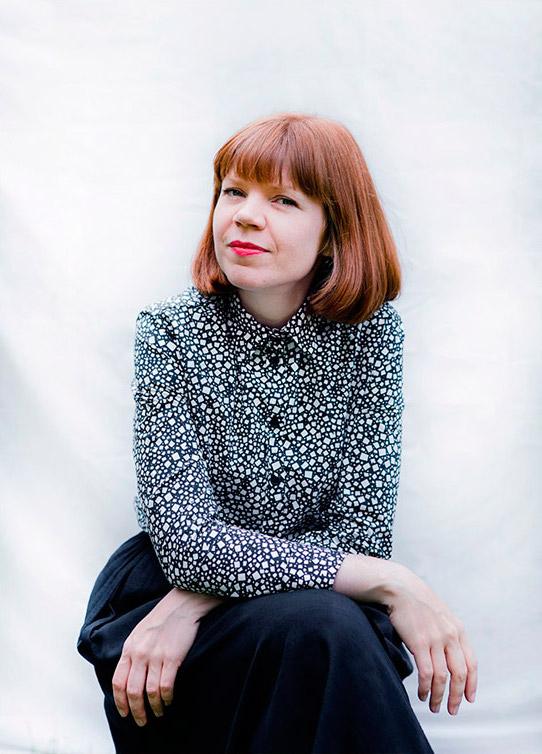 Anniina Nurmi on vastuullisen vaateteollisuuden asiantuntija, kouluttaja sekä konsultti. Nurmi on ylläpitänyt vuosien ajan Vihreät vaatteet -sivustoa ja toiminut aiemmin Nurmi-vaatemerkin perustajana, verkkokauppiaana ja vaatesuunnittelijana.