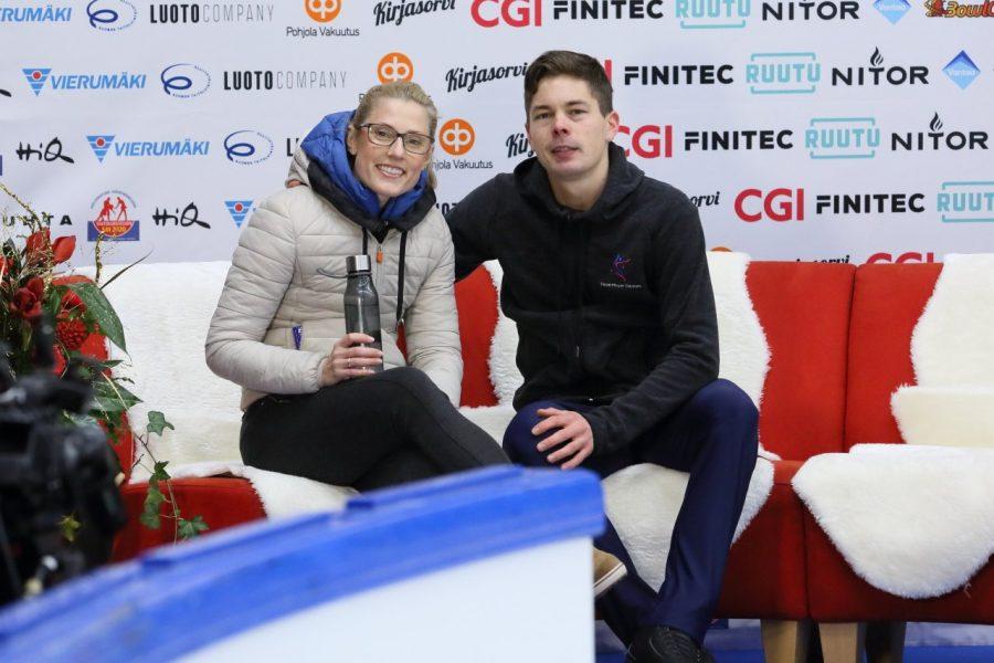 Valtter Virtanen vaimonsa Alina Mayer-Virtasen kanssa, joka vastaa kotimaassa miehen valmennuksesta.