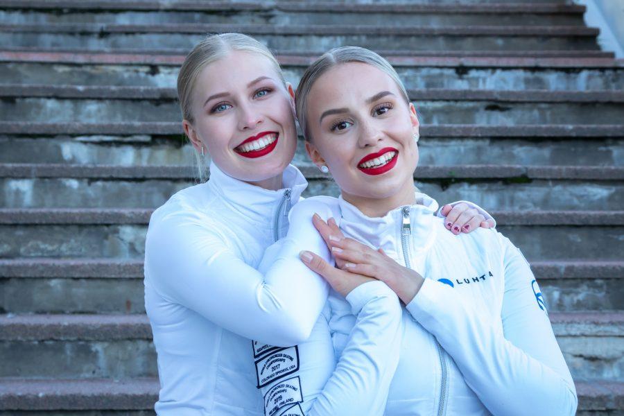 Helsinki Rockettes -kapteenit Rebecca Leppälahti ja Nona Vihma. Kuva Ville Levijärvi