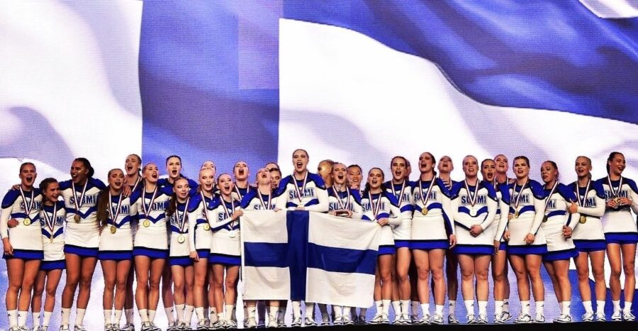 Kahdeksan vuotta sitten SM-tason yksinluistelija Tuuve Häkkinen, 21, vaihtoi luistelun cheerleadingiin.