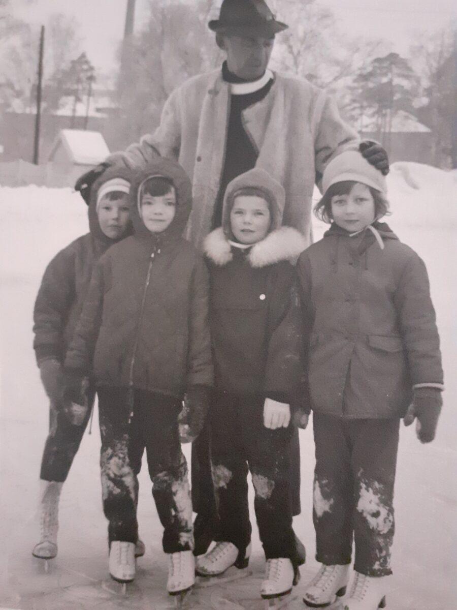 Valmentaja Rudolf Zettelmanin huippuryhmä: Kristina Wegelius (oik.), Sirkka Kaipio ja Eija-Riitta Räsänen.
