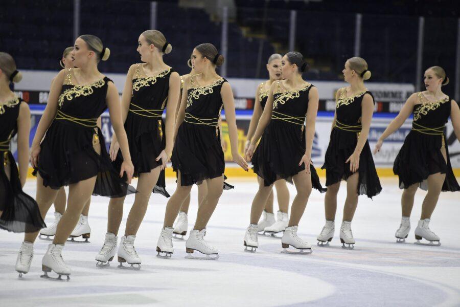 Helsinki Rockettesin valmentaja Kaisa Arrateig pohtii, että läpimenot lyhyillä riveillä menettävät näyttävyytensä, jos joukkueen kokoa pienennetään.