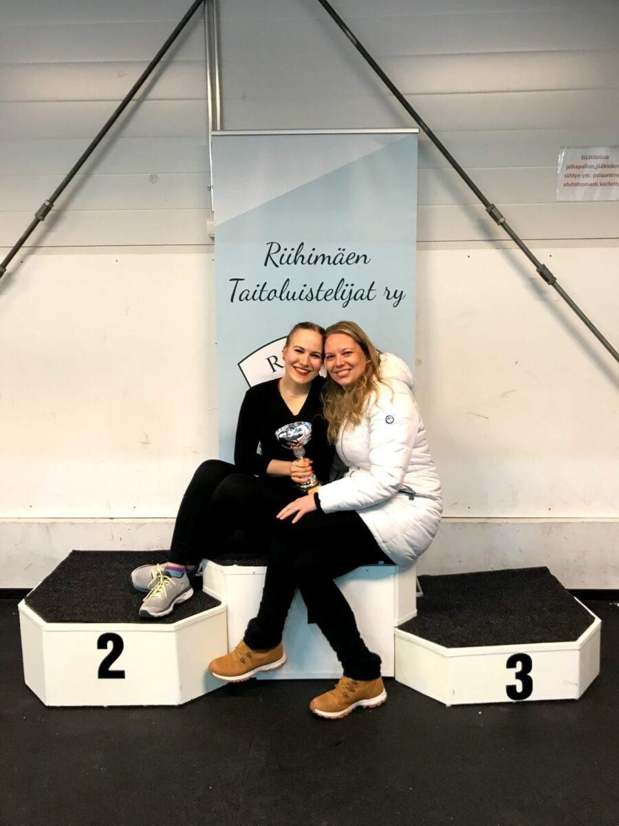 Miia Hyttinen ja senioreiden loppukilpailun 2019 voittaja Saara Järvinen. Nykyisin kaksikko toimii valmennuksen työparina.