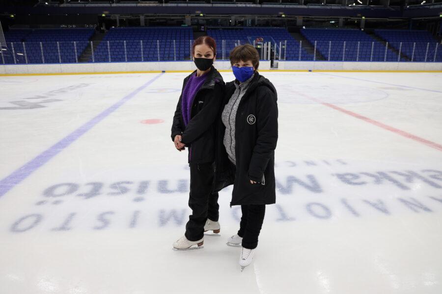 Lumikuningattaren koreografi Reija Wäre ja jääkoreografi Anu Oksanen olivat vaikuttuneita jääshow'hun hakeneiden taidoista.