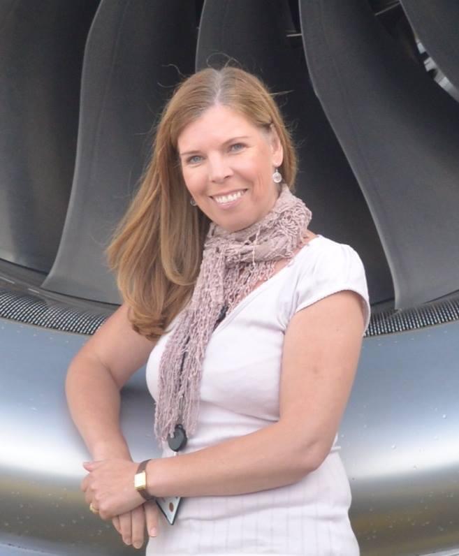 Kilpailunjohtajan tehtävien lisäksi Mona Mervasto on kolmatta kautta mukana Suomen Taitoluisteluliiton Kilpailusäännöt ja -järjestelmä -työryhmässä. Lisäksi hän oli mukana HSK:n hallituksessa vuosina 2012–2019.