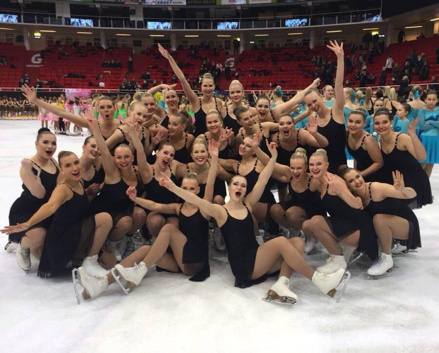 Noora Virmanen ja All Stars tuulettaa onnistunutta suoritusta ja neljättä sijaa vuoden 2018 loppukilpailussa.