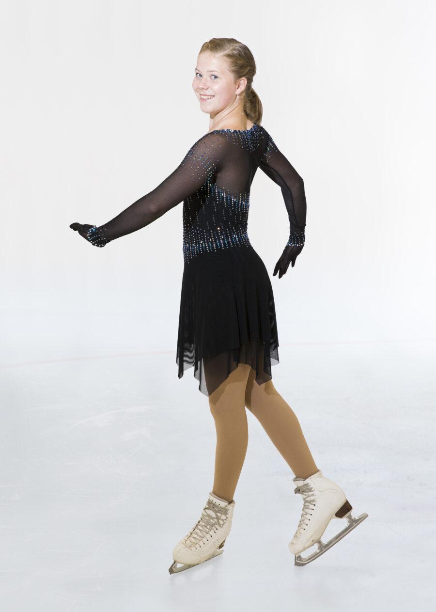 Olivia Lisko edustaa Espoon Jäätaitureita ja häntä valmentaa Virpi Horttana.