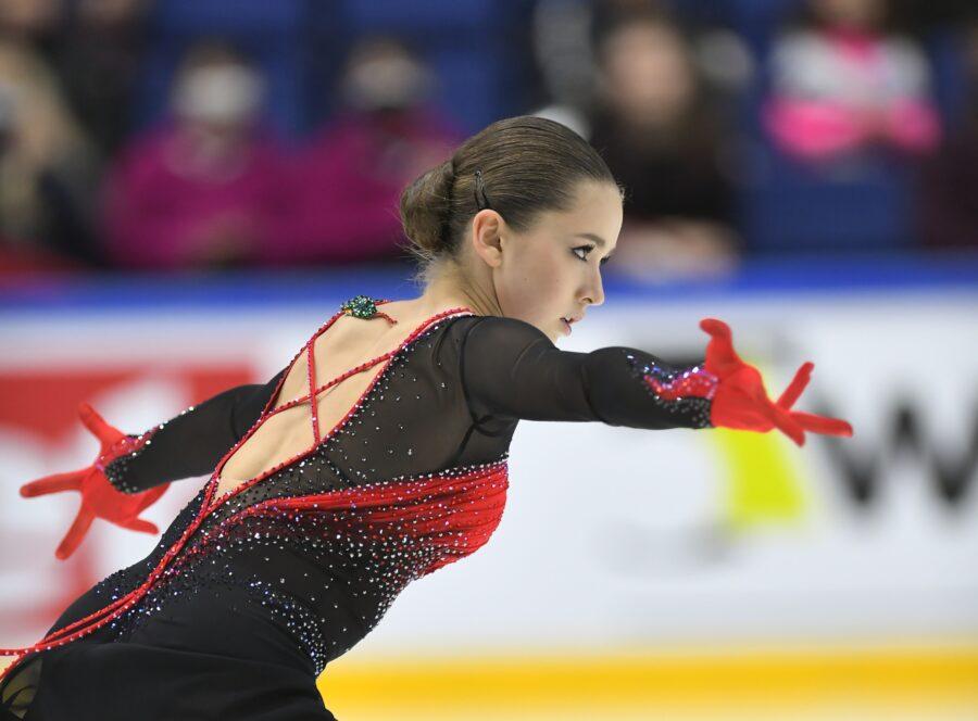 Vasta 15-vuotias hallitseva junioreiden maailmanmestari Kamila Valieva keräsi upean pistepotin 249,24.